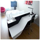 [أو] شكل أبيض مكتب طاولة لأنّ مدير