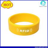 個人化されたロゴの13.56MHz S50 RFIDのシリコーンのリスト・ストラップ