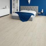 Plancher en plastique en bois du composé WPC de planche blanche avec la garniture de liège