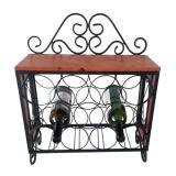 Französisches Art-Holz und Metallan der wand befestigte Wein-Zahnstange mit Glashalter
