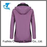 Longue jupe protégeant du vent doucement à capuchon de pluie de chemise pour des femmes