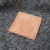 Denim en gros de Brown, connexion en cuir de vêtement avec le logo clair