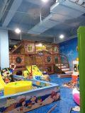 魅力的な子供の商業内部の運動場の屋内運動場装置かいたずらな城
