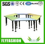 A tabela trapezoidalmente do estudo de madeira da sala de aula ajustou-se para o estudante (SF-36C)