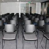 Sala de conferências modernas usam cadeira de plástico