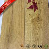 Resistente a incêndio em relevo barato pavimentos de madeira laminado