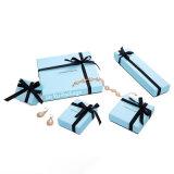 La moda de color azul cielo Joyeros de papel con cinta negra