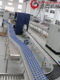 Gefüllte Flaschentransporteinrichtung in der Wasser-Füllmaschine