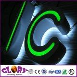 Le signe lumineux marque avec des lettres le signe extérieur de résine époxy de DEL