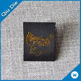 Hangzhou Qiudie personalizó la escritura de la etiqueta tejida ropa del oro