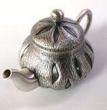 銀製の茶鍋のやかんのやかん水鍋