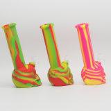 Nuevos Productos de silicona de colores de la fábrica de tuberías de agua de forma de cráneo de fumar con stock suficiente buen precio.