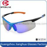 Les lunettes de soleil courantes de recyclage de sport neuf d'hommes personnalisent les lunettes de soleil polarisées UV de type de mode de remplacement de lentille