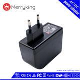 En61558 EUはDCの出力電力アダプターに24V 1A ACを差し込む