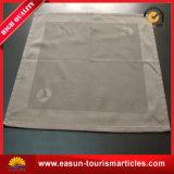 La flor impresa del damasco del telar jacquar diseña el mantel no tejido