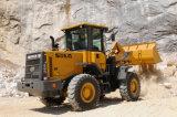 紙やすりで磨くおよび石切り場3t車輪のローダーLG936Lの使用