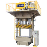 Presse hydraulique de quatre fléaux 800 tonnes masquant la machine de presse