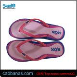 Sandali della spiaggia delle donne con la cinghia del PVC