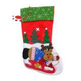 赤く柔らかい動物のクリスマスのストッキング