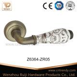 큰 둥근 개머리판쇠 (Z6363-ZR05)를 가진 백색 세라믹 문 레버 손잡이