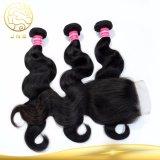 Capelli umani dei capelli dell'onda indiana non trattata pura del corpo con chiusura