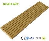 Decking composé en plastique en bois de plancher solide imperméable à l'eau de la coextrusion WPC pour le syndicat de prix ferme