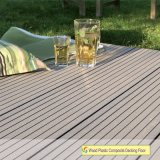 Revestimento composto plástico de madeira padrão do Decking WPC de Europa WPC do standard alto do Decking profissional da produção