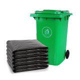 Большой черный пластиковый мешок для мусора