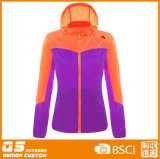 Женщин в красочных Sport Fashion дождевик