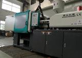 Máquina da modelação por injeção do PVC