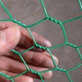 電流を通された六角形ワイヤー網かウサギの金網