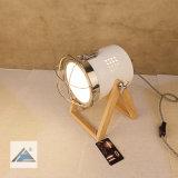 Lámpara de vector linda de la cortina del metal con la base de madera de pino (C5007387-3)
