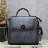 온라인으로 Crossbody 100% 중국 Emg5212에서 실제적인 가죽 숙녀 끈달린 가방 최신 디자인 여자 핸드백