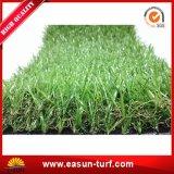 Ajardinar la hierba sintetizada del revestimiento de suelos