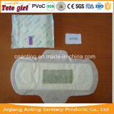 Pâte de bois avec la serviette hygiénique normale de sève à l'intérieur pour toutes les dames