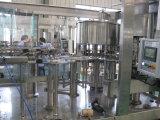 12los jefes de jugo de bayas de máquina de envasado en botellas PET