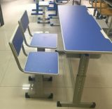 Mobília de escola, mesa de madeira colorida e cadeira
