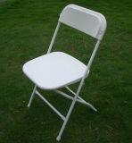 Cadeira dobrável de plástico de casamento com estrutura metálica