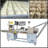 محترف صناعة خبز يجعل آلة مع [س]
