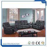 映画館VIPはホームシアターのシートの黒の革セクションソファーの家の家具をつける