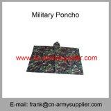 ポンチョ軍軍のポンチョ軍隊のポンチョ警察はポンチョをRainwearごまかす