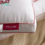 標準デラックスな綿によって刺繍される枕