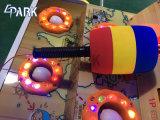 Münzen-Ausdrücker-Kind-Maus, die Hammer-Säulengang-Spiel-Maschine schlägt