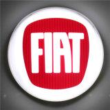 Создатель знака логоса автомобиля рекламируя знак логоса автомобиля крома