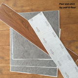 Un revêtement de sol en vinyle PVC étanche Lvt tuiles avec colle / autocollant