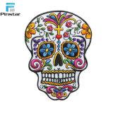Colorida cabeza cráneo artesanal parche bordado en 3D.