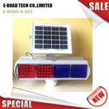 La luz de advertencia de seguridad vial solar