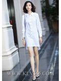 デザイナー女性の秋の白い綿の長い袖のワイシャツの服