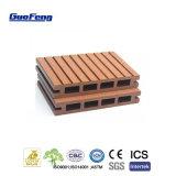 Decking composé en plastique en bois imperméable à l'eau du plancher WPC avec des clips