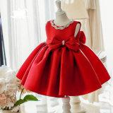 Красная сатинировка отбортовывая платье девушки цветка смычка